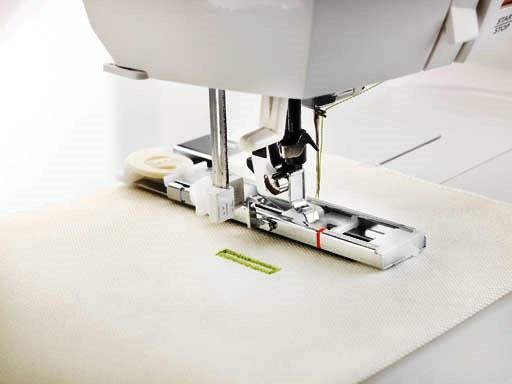 tipp-beim-naehmaschinenkauf-automatischer-knopflochfuss-smilla-berlin