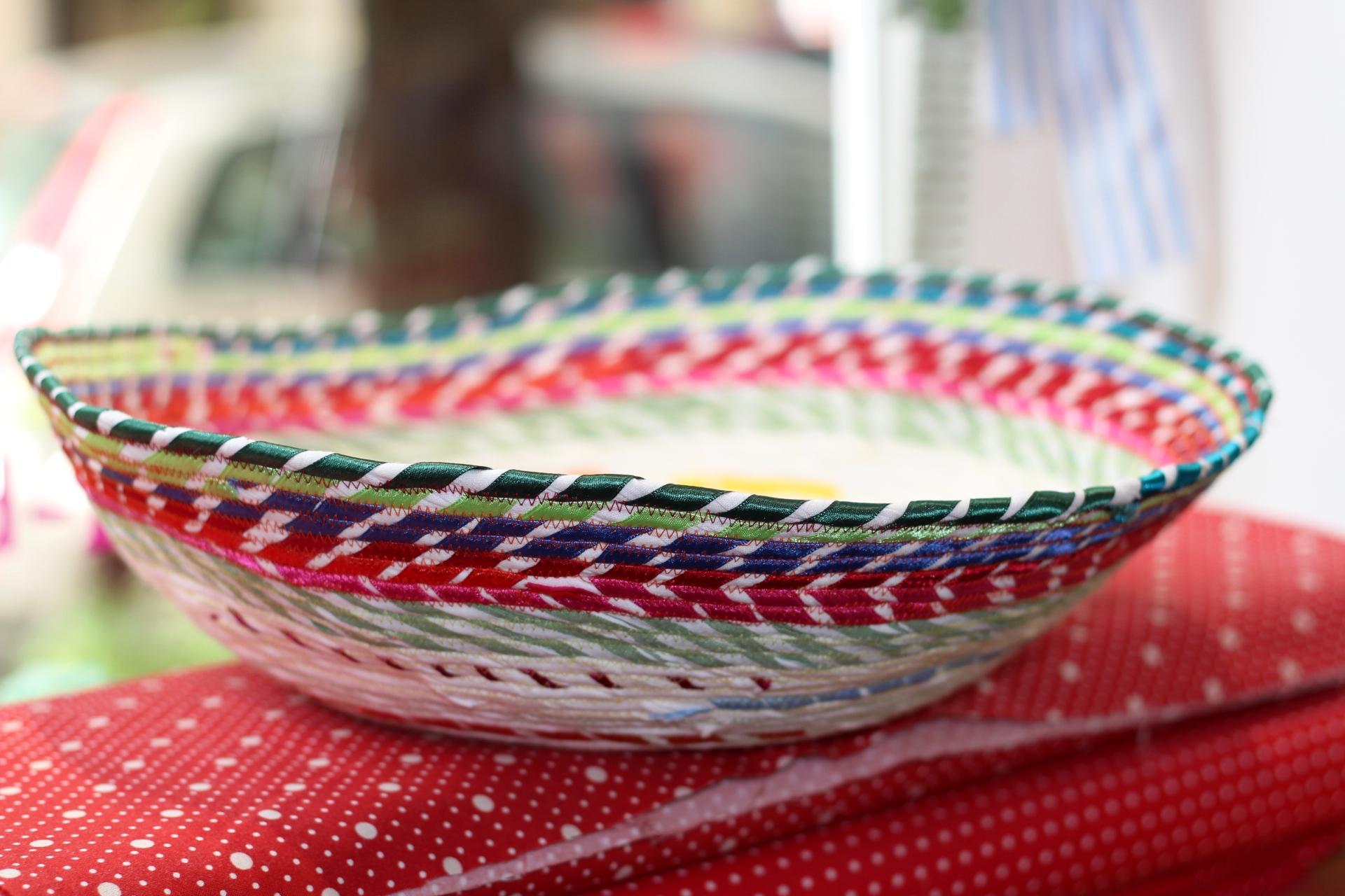 farbige Schale aus Stoff nach rope bowl Anleitung von smilla